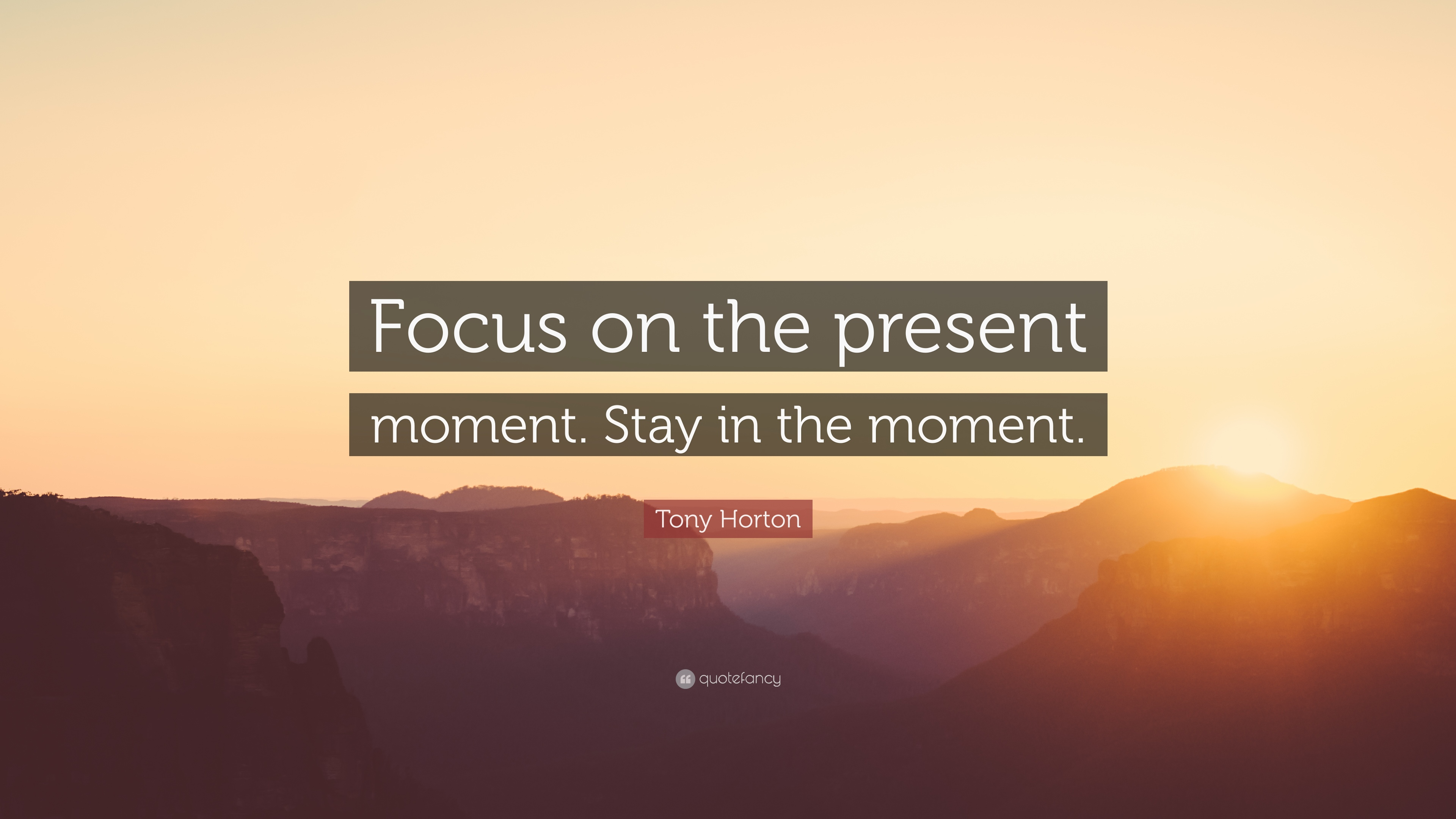 how to stay in the present moment awareness
